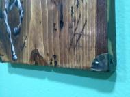 Διάσταση: Φάρδος: 19,5 πλάτος Χ 24,5 ύψος X 20mm πάχος, με μεταλλικές λεπτομέρειες, 50€